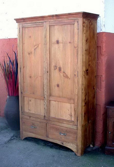 armarios rsticos de teka con talla con herrajes ornamentales